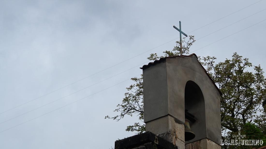 Campanario de la iglesia de San Pedro de Fabar.