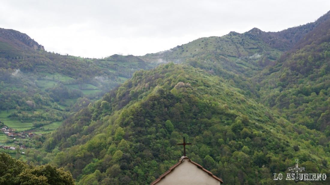 El Castiellu, desde el cementerio de Fabar.