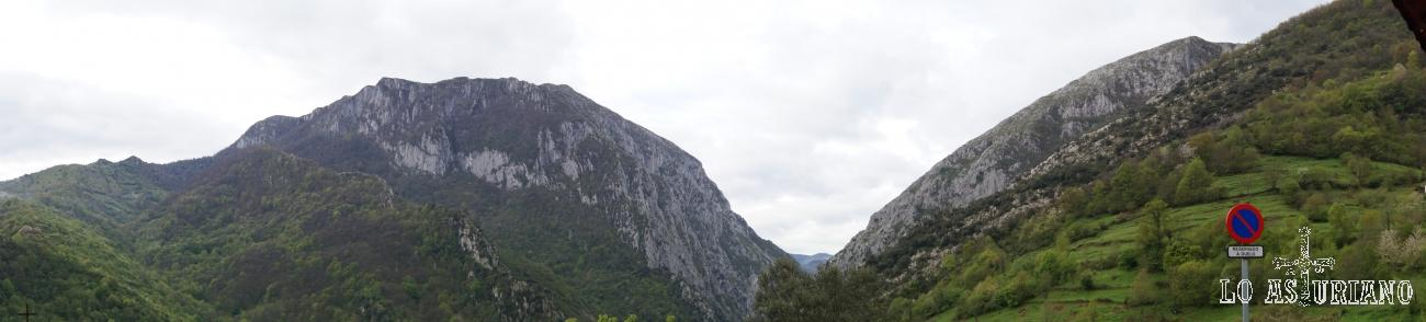 Panorámica del desfiladero de Valdecereizales, desde la iglesia de Fabar, Teverga.