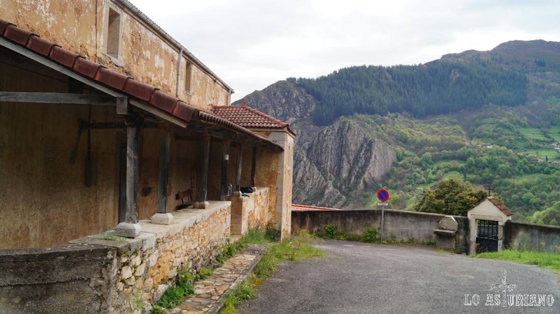 Iglesia y cementerio de Fabar, bonito mirador.