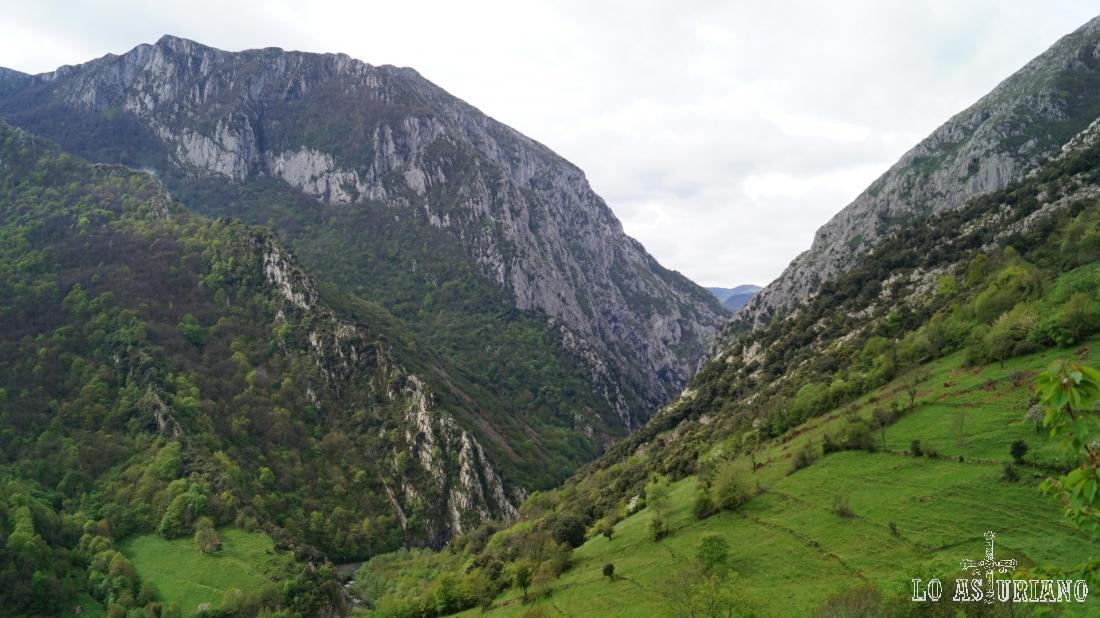 Las espectaculares vistas del desfiladero de Valdecereizales, desde Fabar.