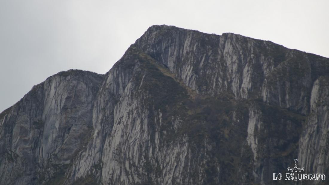 Zoom hacia la sierra de Sobia.