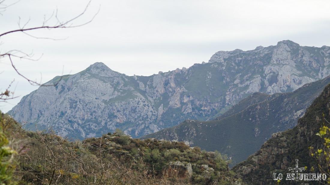 La Hoya y la Forcá, desde la carretera de Fabar, Teverga.