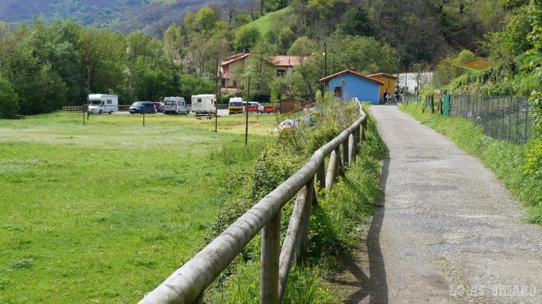 De nuevo el camping de Entrago y Entrago.