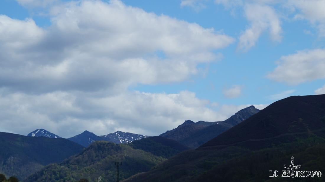 Los picos más altos del concejo de Teverga, desde San Martín.