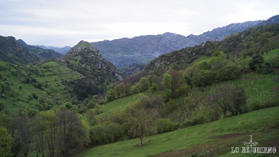 Los tremendos paisajes que encontramos subiendo hacia Bandujo.