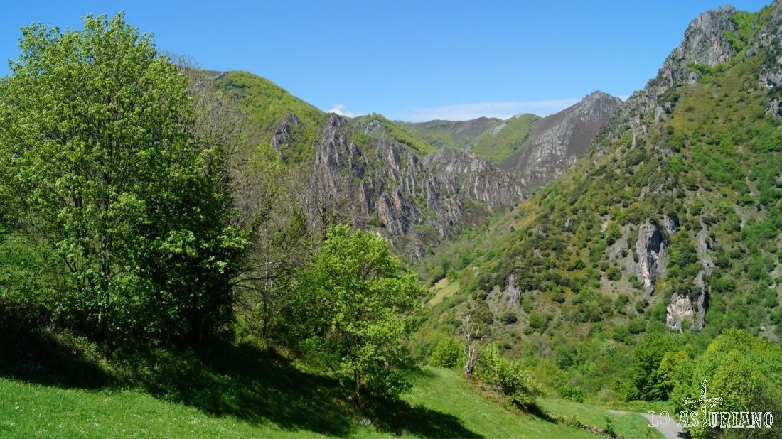El arroyo Aguino el reguero el Río, fluyen por estos magníficos valles.