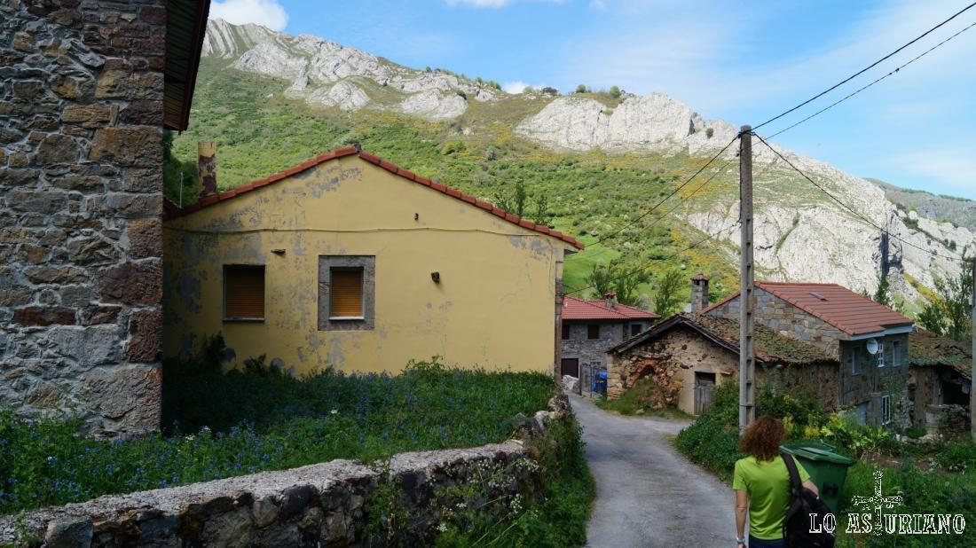 Atravesando Perlunes, de vuelta a la carreterina a Aguino.