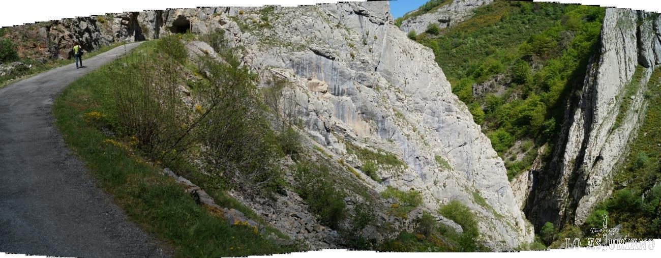 El tunel de Perlunes, con el desfiladerito del arroyo Aguino, a la derecha.