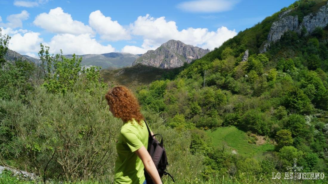 En este tramo de la ruta nos vuelve a acompañar el monte Gurugú.