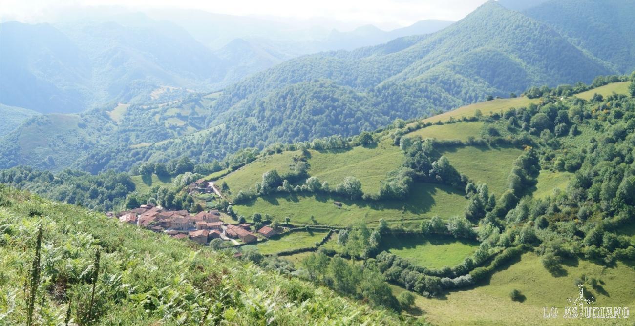 Aquí aparece la Fociella, rodeada de estos increíbles paisajes teverganos.