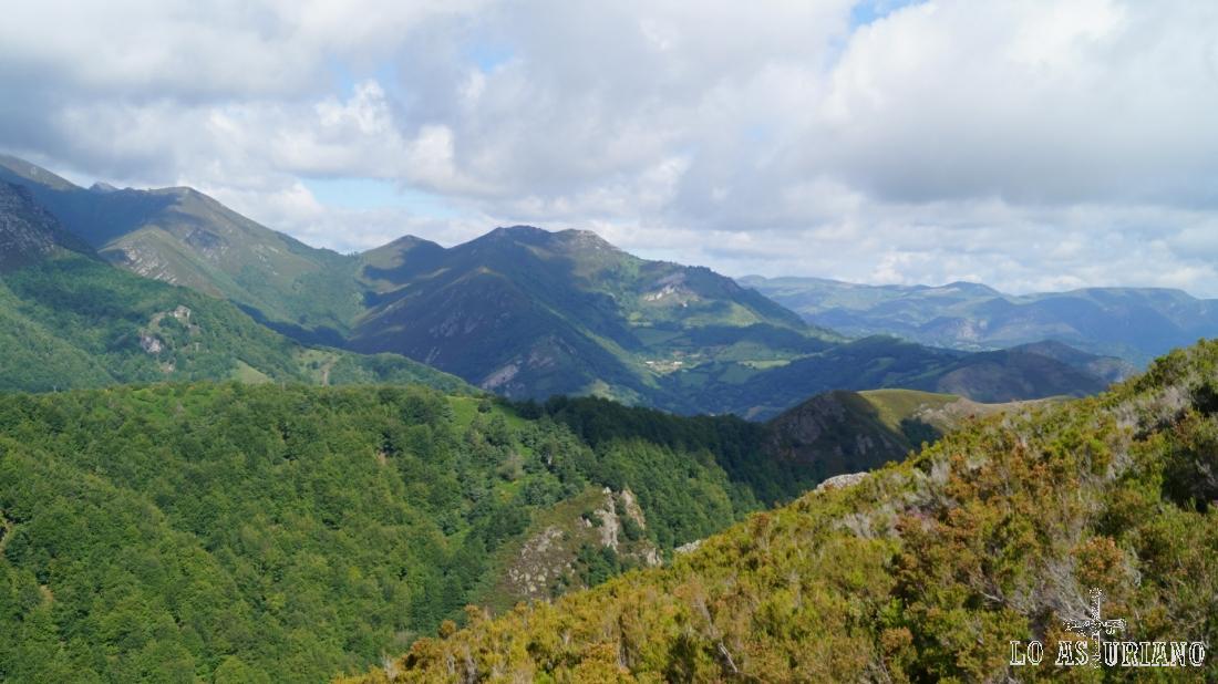 Bonitas vistas de las sierras teverganas de esta zona de la montaña astur.