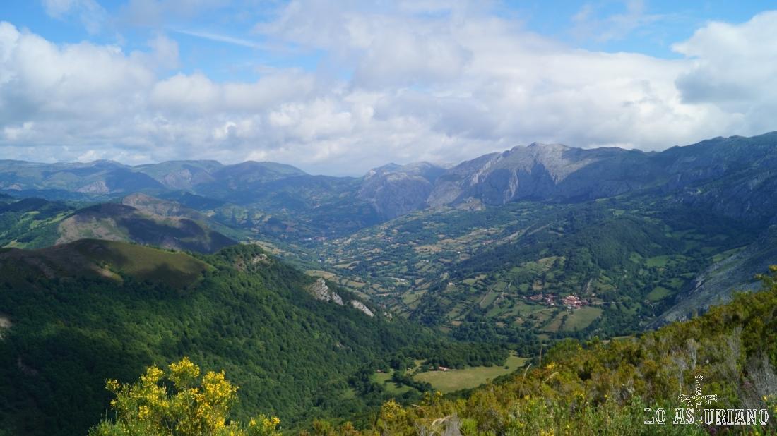 Las vistas son ya magníficas: pertenecen a Teverga y también a Yernes Y Tameza.