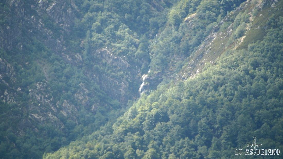 Zoom de nuevo hacia la cascada del Xiblu.