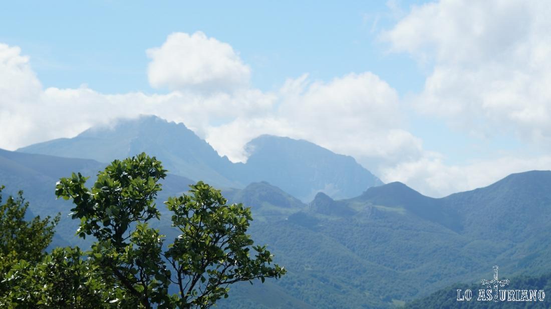 Nubes en el macizo de las Peñas Ubiñas.