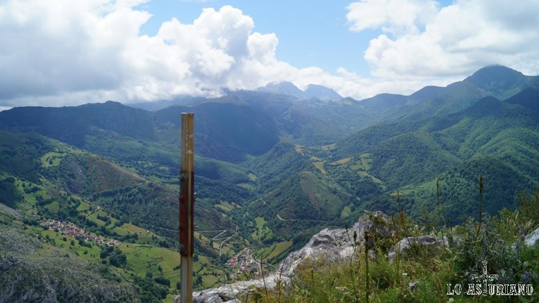Consideremos esta la cima, a 1375 msnm, de la peña Vigueras.