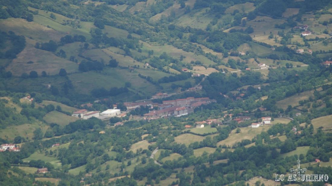 Zoom hacia San Martín de Teverga, a unos 8 km al norte.