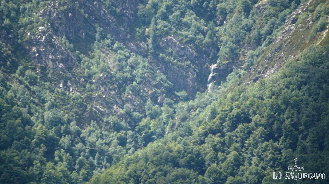 Hacemos zoom hacia la cascada del Xiblu.