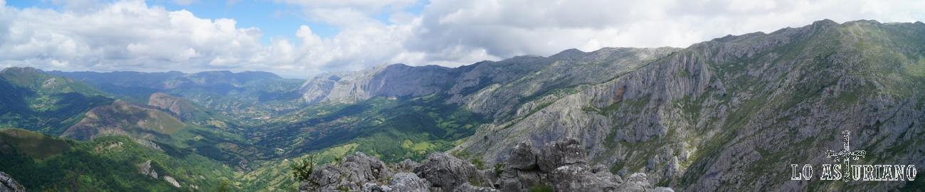 Panorámicas hacia el norte desde la Peña Vigueras, en Teverga.