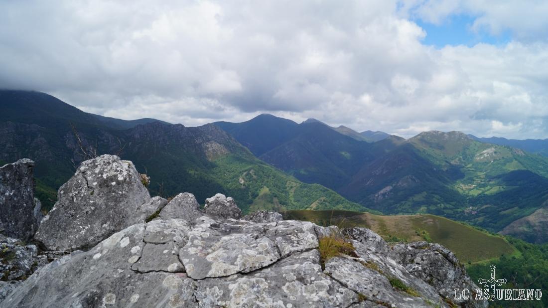 La cima rocosa de peña Vigueras.