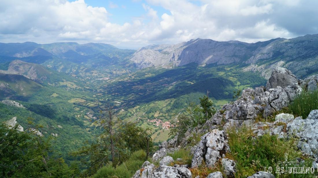 Las magníficas vistas al norte desde la peña Vigueras.