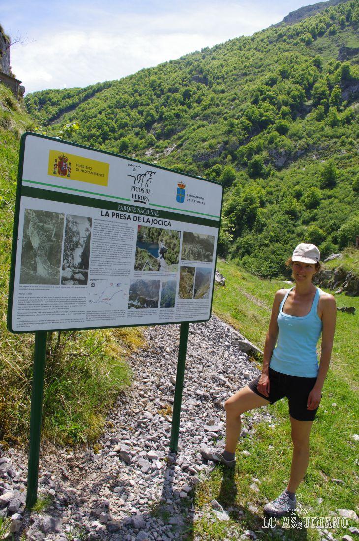 Y voilà! Llegamos a la presa de la Jocica! Aquí, en el cartel, te explican un poco su historia.