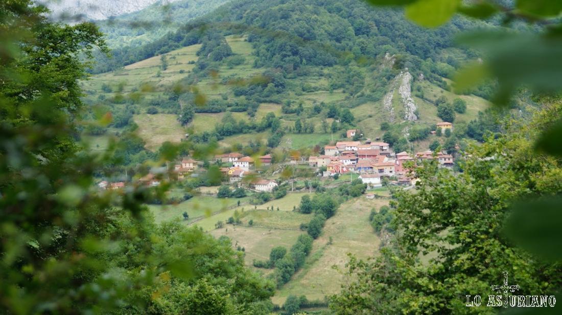 Volvemos a ver Fresnedo, que está al otro lado del valle.