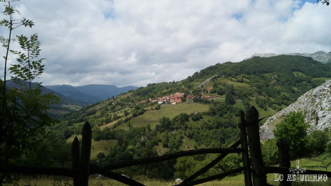Bonitas vistas de Fresnedo, Teverga.