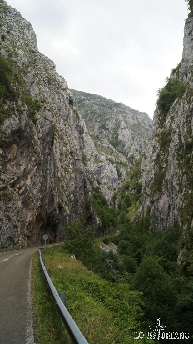 La foz de la Estrechura, punto inicio y punto final de la ruta a peña Vigueras.