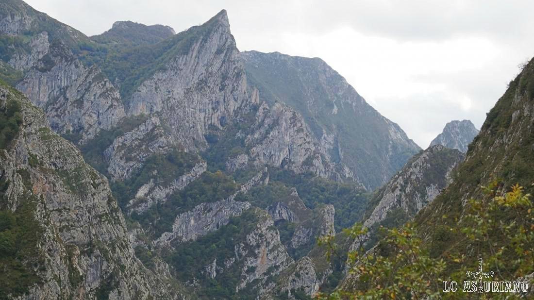 El Frailón, en el límite Asturias-León, primeras estribaciones del Parque Regional Picos de Europa.