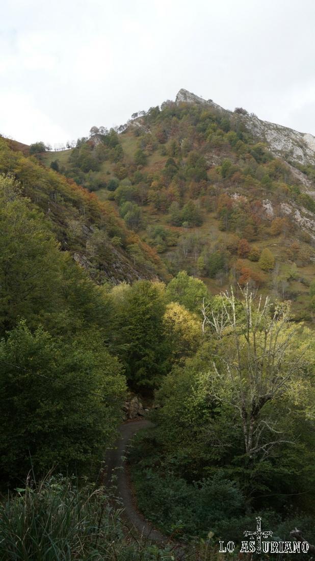 Les Piqueres, 1050 msnm, en el concejo de Ponga.