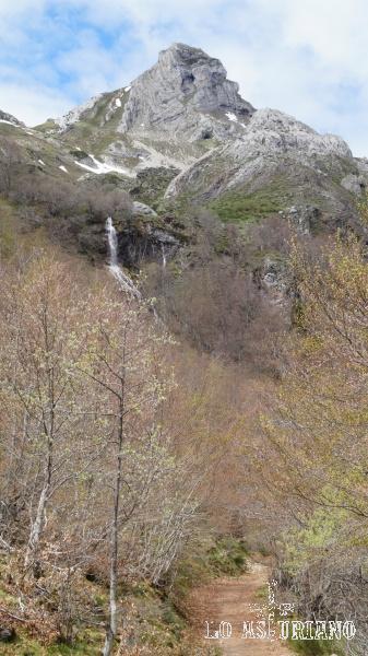 cascada en el pico el Canalón