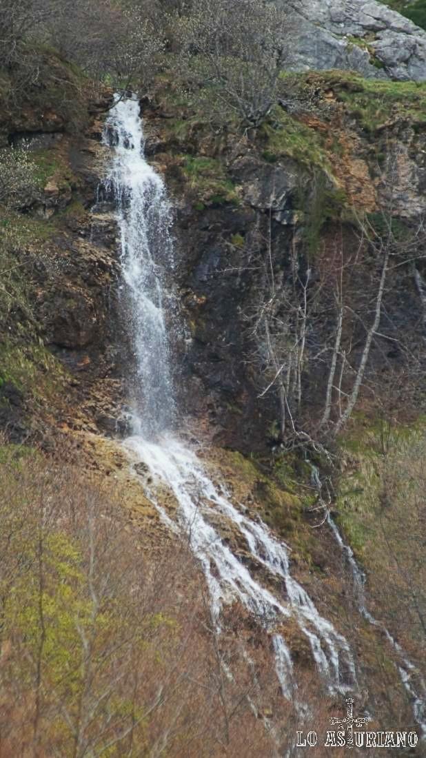 Cascada entre el Canalón y los Esperones
