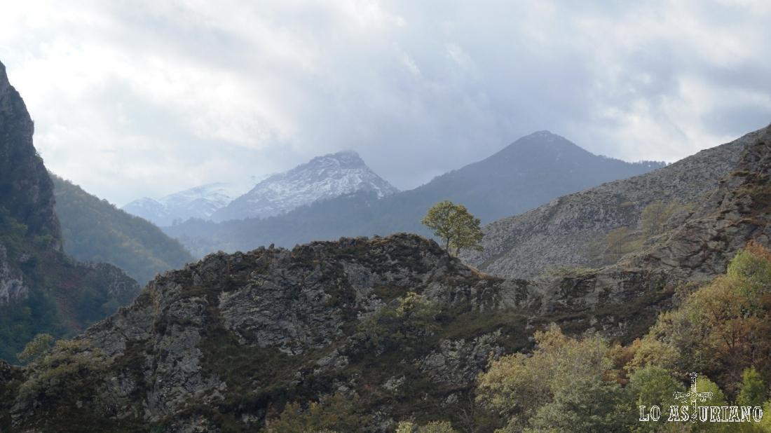 El Rasu, el Luengu o el Zorru son cimas, que tenemos en esta dirección oeste.