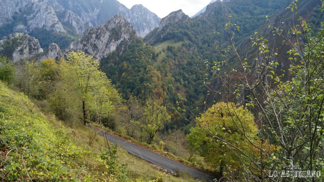 Los 3 kilómetros de carretera, son un vertiginoso descenso en zigzag hasta el río Vibolí.