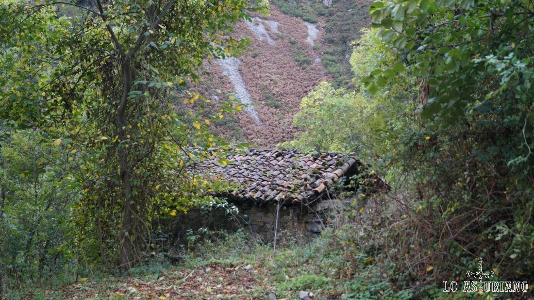 Las cabañitas de Cándano, muy cerca ya del puente.