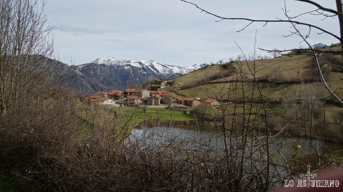 Paisajes de Teverga: Fociella y laguna.