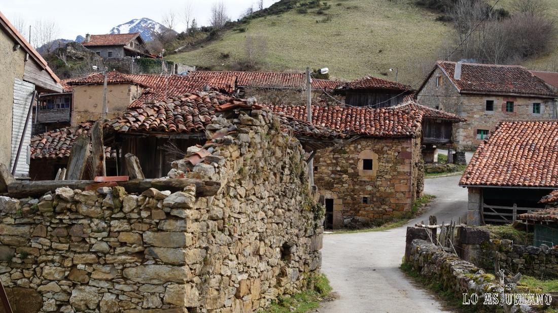 La Focella tiene un buen grupito de casas, algunas en ruinas, como la de la foto.