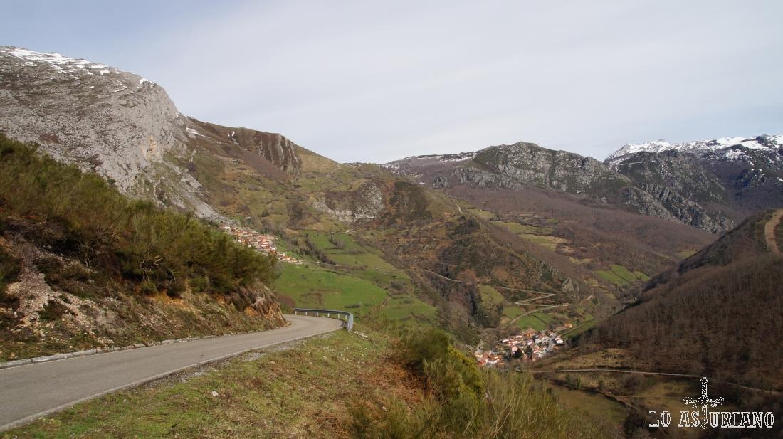La carreterina que baja de la Focella hacia la del puerto de la Ventana. En algún tramo sólo pasa coche y medio.