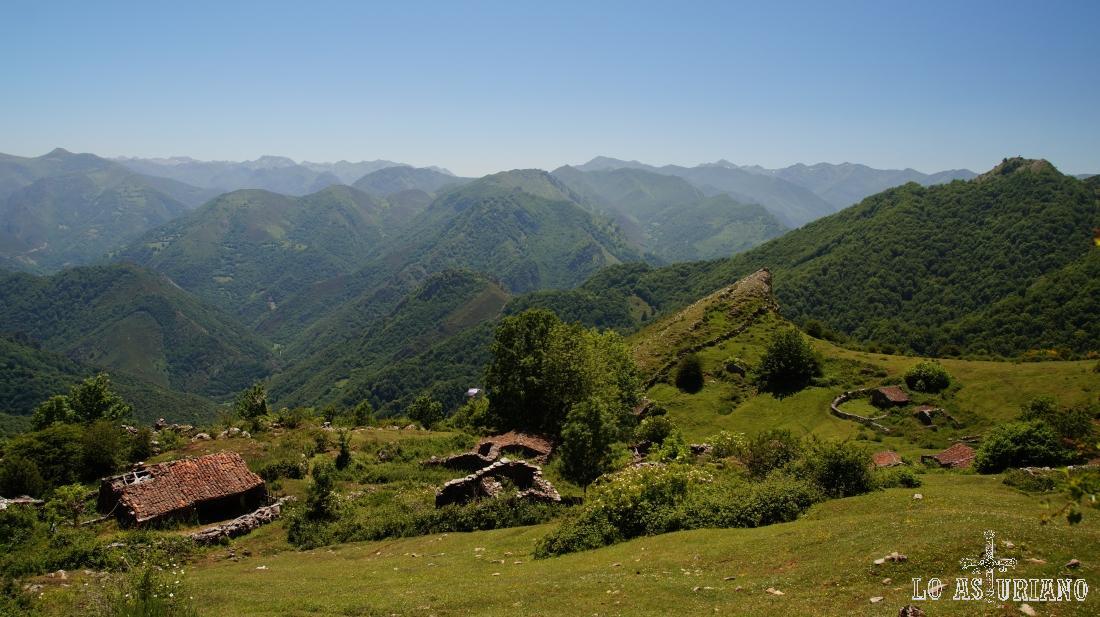 La preciosa braña de Cuevas, a la que subimos desde Cuevas, y pasando por Noceda.