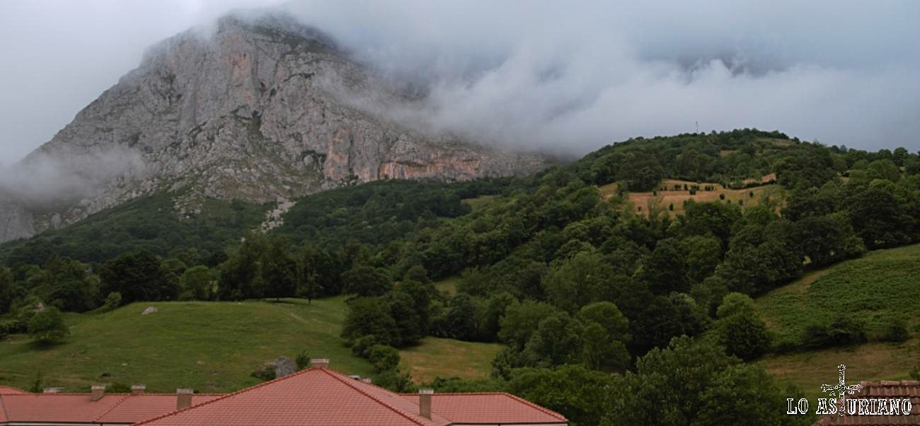Nieblas de verano en peña de Sobia.