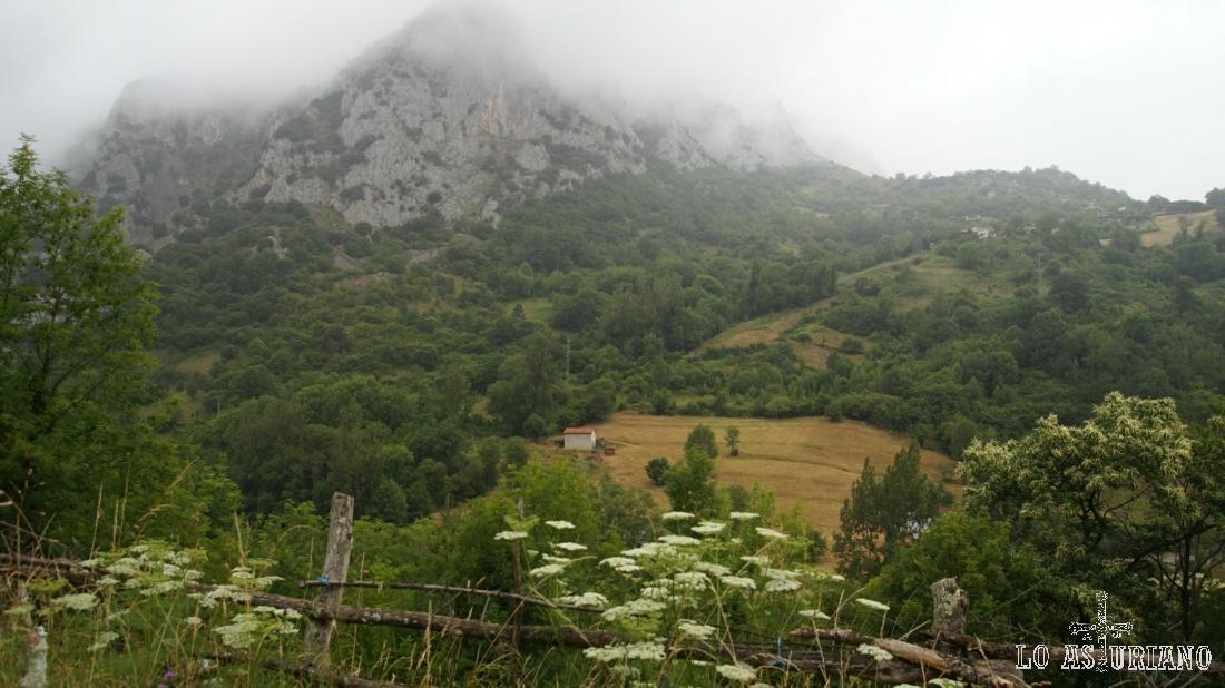 La sierra de Caranga desde el concejo de Quirós. Esta sierra es muy osera.