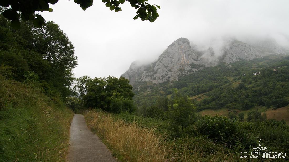 La sierra de Caranga, vista desde la senda del oso, en Quirós.