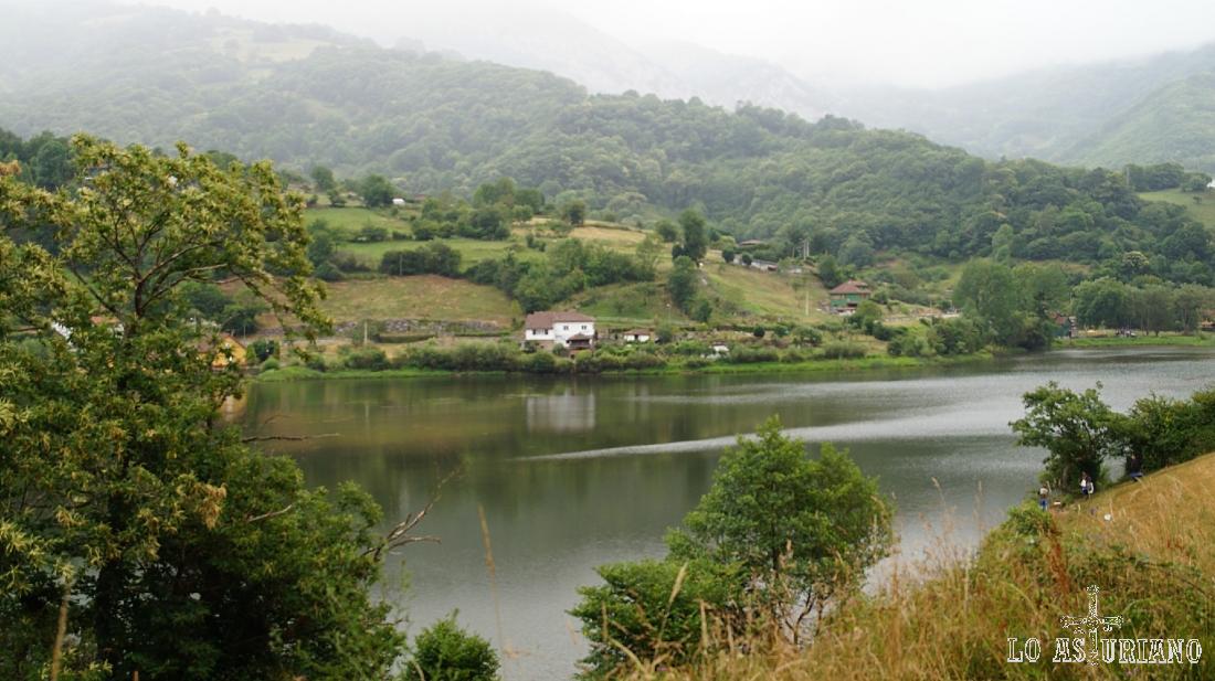 El precioso embalse de Valdemurio, Quirós, Asturias.