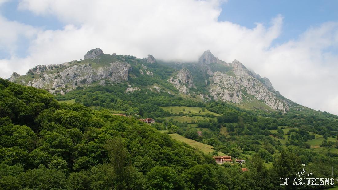 La sierra del Gorrión desde Arroxos.