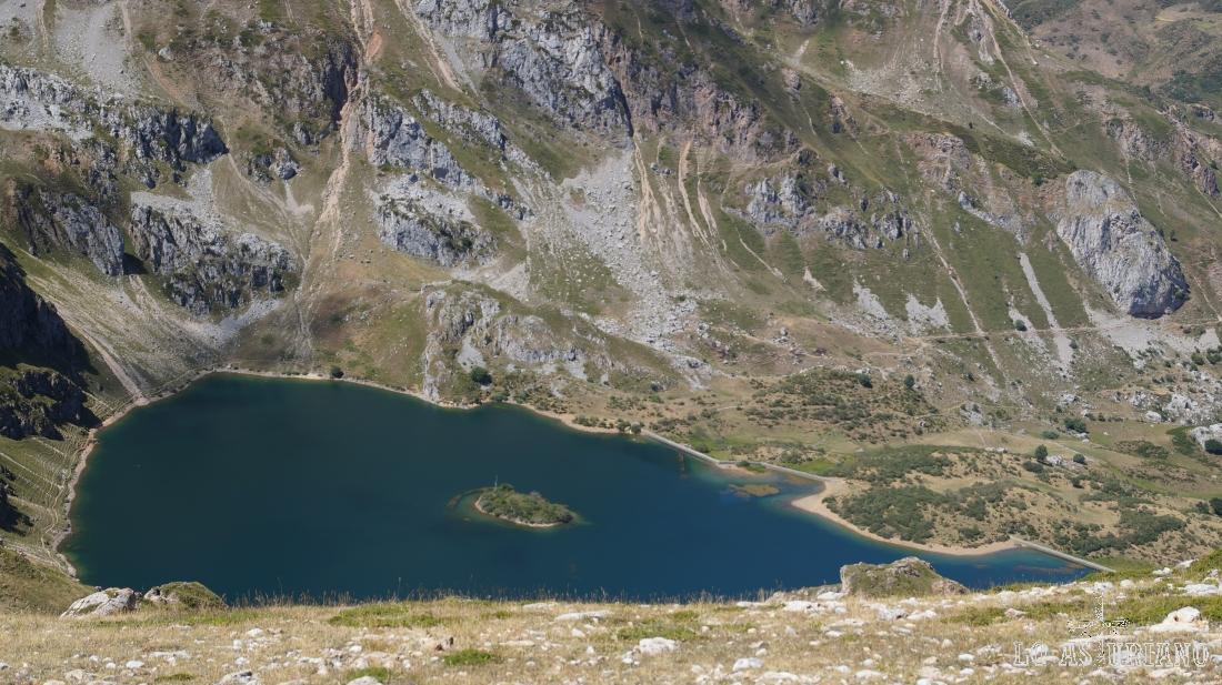 Zoom hacia el lago del Valle, desde el Albo Occidental, unos 400 metros más arriba.