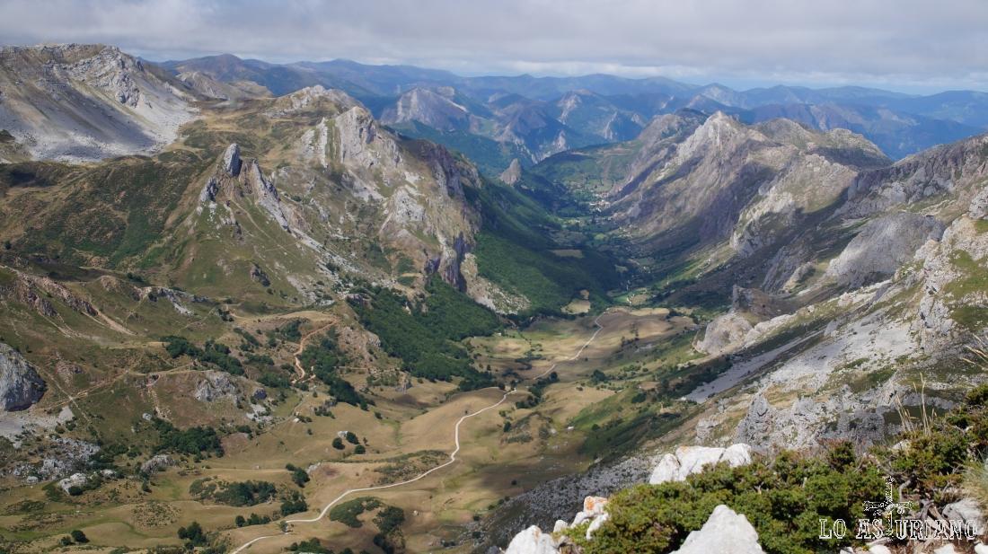 El Valle del Lago, desde el pico Albo Occidental.