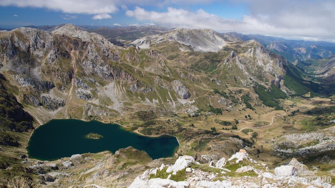Vistas del Valle del Lago, desde el Pico Albo Occidental, a 2071 m de altura.