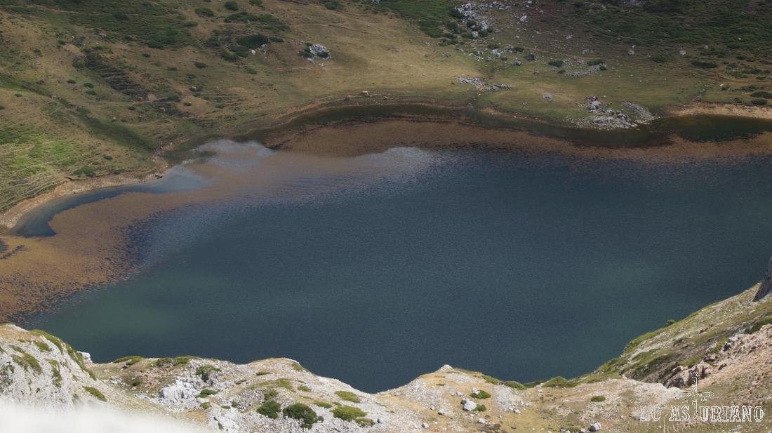 Zoom hacia el lago de Cerveiriz desde el pico Albo Occidental.