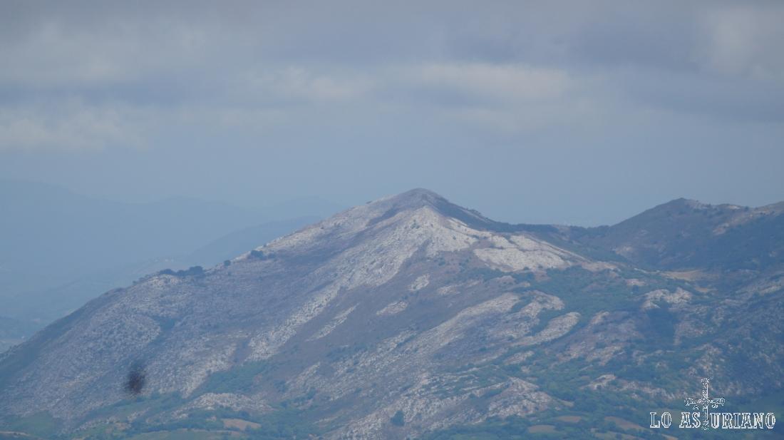El pico Caldoveiro desde los picos Albos.